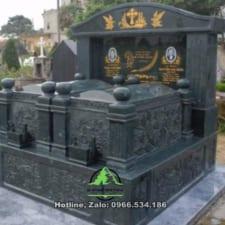 mộ đá rêu xanh