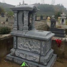 mộ đá nguyên khối một mái đá xanh đen