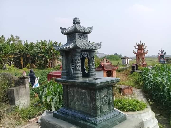 mộ đá nguyên khối xanh rêu